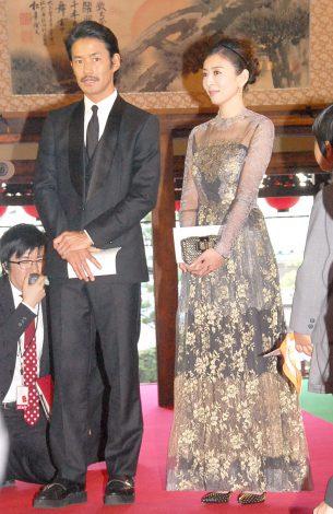 『第1回 京都国際映画祭』レッドカーペットに登場した(左から)竹野内豊、松雪泰子 (C)ORICON NewS inc.
