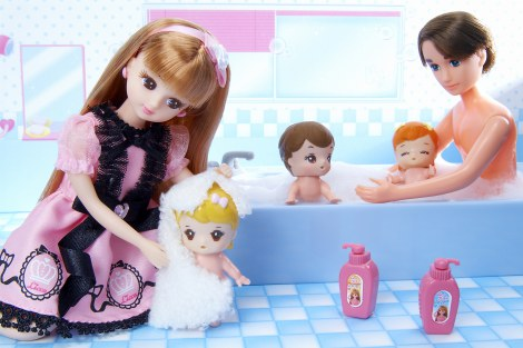 サムネイル 『イクメン オブ ザ イヤー 2014』を受賞した香山ピエール子どもたちをお風呂に入れるイクメンぶり!