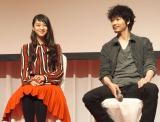 フジテレビ系ドラマ『すべてがFになる』の制作発表会見に出席した(左から)武井咲、綾野剛 (C)ORICON NewS inc.