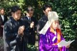 初代松本白鸚さんのお墓参りに訪れた松本幸四郎&市川染五郎 (C)ORICON NewS inc.