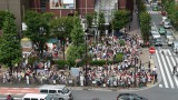 東方神起の映像放映時は、1回の放映あたり約1000人、合計1万1000人以上のファンが訪れた