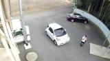 駐車場に現れた女子高生AKEMI