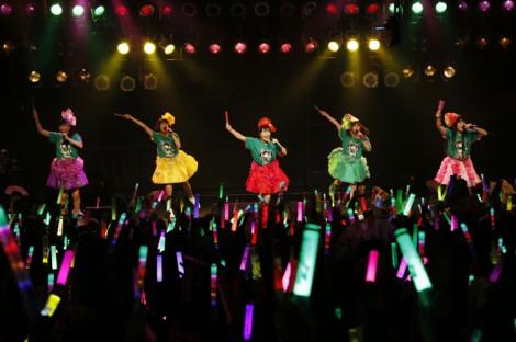 身長148センチの有安杏果(右から2人目)企画の『チビッ子祭り』を開催したももいろクローバーZ