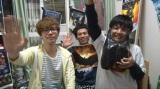 自宅を急襲された御茶ノ水男子・しいはし(左)と巻き込まれたハンマミーヤ犬塚(中央)。変わり果てた部屋に佐藤(右)は大満足