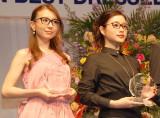 『第27回 日本 メガネ ベストドレッサー賞』に出席した(左から)May J.、石原さとみ (C)ORICON NewS inc.