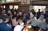 南海トラフ巨大地震を想定して行われた宮崎県総合防災訓練で多くの人の注目を集めた、次世代エネルギー「マグネシウム空気電池」のデモンストレーション(日向市・大王谷小学校)