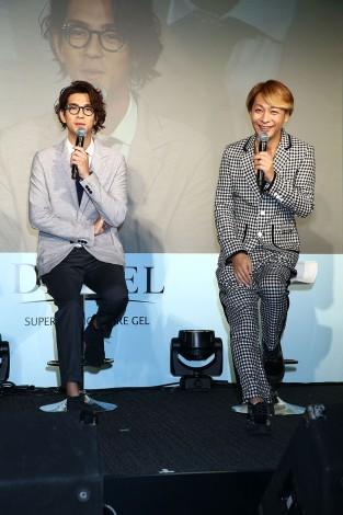 女性用化粧品『DECIEL』新商品発表会に出席した(左から)三浦翔平、小椋ケンイチ