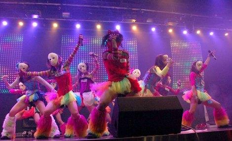アリスプロジェクト常設劇場P.A.R.M.Sでライブを行った仮面女子 (C)ORICON NewS inc.