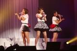 初の単独ライブを行ったフレンチ・キス(左から)高城亜樹、柏木由紀、倉持明日香