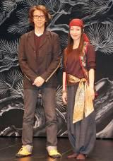 舞台『おんな武将 NAOTORA(直虎)』の取材会に出席した(左から)横内謙介、有森也実 (C)ORICON NewS inc.