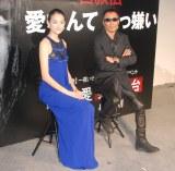 主演舞台『Ai 愛なんて 大っ嫌い』の会見に出席した冨永愛(左)と脚本&演出を担当した長渕剛 (C)ORICON NewS inc.