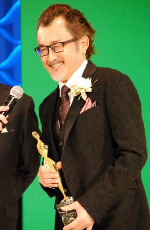 『花子とアン』、『MOZU 〜Season1〜百舌の叫ぶ夜〜』で「東京ドラマアウォード2014」助演男優賞を受賞した吉田鋼太郎 (C)ORICON NewS inc.