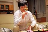『クレヨンしんちゃん』シリーズ初の実写CMに、ひろし役の藤原啓治が出演!(「大人の楽しみ編」より)