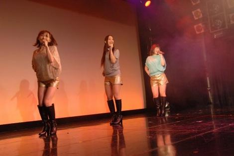 デビューライブを行ったGirls Beat!!(ガールズビート)(左から)加護亜依、姫乃稜菜、喜多麗美 (C)ORICON NewS inc.