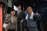 事件現場で謎めいた職人・志村(泉谷しげる)と出会う(C)TBS