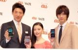 『au発表会 2014Winter』に出席した(左から)松岡修造、杉咲花、福士蒼汰 (C)ORICON NewS inc.