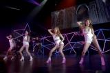 セクシーなパフォーマンスで福岡のファン2400人を悩殺(左からヨンジ、ハラ、スンヨン、ギュリ)