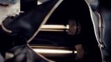 【MVカット】黒いバッグの中には2本のゴールドマイクが…