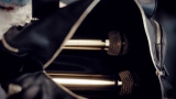 【MVカット】バッグの中身は2本のゴールドマイク〜AKB48の38thシングル「希望的リフレイン」MVより