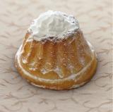 東名高速・富士川SA(下り)「ベーカリー&カフェ」で販売される「ドクターX メロンクリームパン」350円(税込)