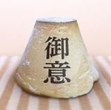 東名高速・EXPASA足柄(上り)「ロータスガーデン」で販売される「御意 ジャンボ富士山メロンパン」680円(税込)