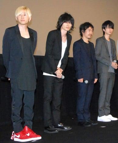 映画『寄生獣』ワールドプレミア舞台あいさつに出席したBUMP OF CHICKEN(左から)直井由文(B)、藤原基央(Vo&G)、升秀夫(Dr)、増川弘明(G) (C)ORICON NewS inc.
