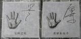 著名人の手形モニュメントで有名な『合歓の広場』に設置された手形