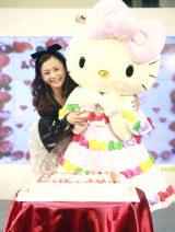 自身と同じ1974年生まれのハローキティ生誕40周年記念日を祝った華原朋美