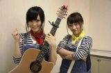 「流し」のアルバイトに挑戦したNMB48の(左から)山本彩、小谷里歩(C)関西テレビ