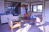 宮崎県・日向市の高台に建つ『マグネシウム燃料電池ハウス』。一見普通の住宅だが、電力のすべてをマグネシウム空気電池と太陽光発電で賄っている