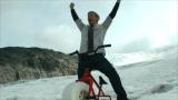 『ヒートテック』を着てオリジナリティ溢れる動画を制作した人気YouTuberのコリン・ファーズ氏