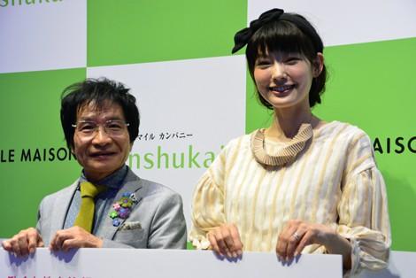 「働く女性を笑顔にするアイデア『1000 IDEAS FOR WOMEN』」に出席した(左から)教育評論家の尾木直樹氏とモデルの森貴美子 (C)oricon ME inc.
