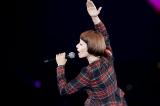 『19回 東京ガールズコレクション 2014 AUTUMN/WINTER』で熱唱した木村カエラ