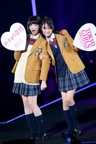 サムネイル 映画『近キョリ恋愛』の制服姿で登場した小松菜奈&山本美月