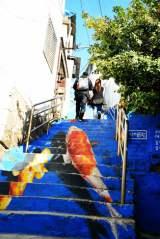 韓国で芸術三昧 アートの街「梨花洞(イファドン)」長い階段を見上げると1枚の絵に (C)oricon ME inc.