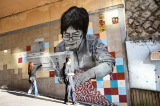 韓国で芸術三昧 アートの街「梨花洞(イファドン)」 1枚の絵をよく見ると寄せ書きのようにサインが書かれているものも (C)oricon ME inc.