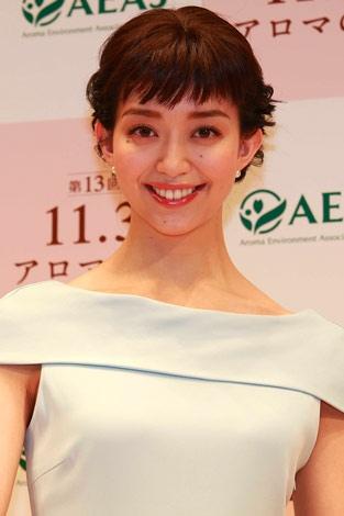 サムネイル 「アロマの日」記念イベントに出席したモデルの松島花