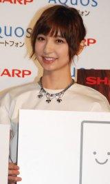 スマートフォンAQUOS WEBプロモーション『エモ動』告知イベントに出席した篠田麻里子 (C)ORICON NewS inc.