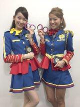 新番組『RANKO&MAYUのお騒がせPOLICE』でポリス姿を披露する(左から)杉枝真結、神戸蘭子 (C)関西テレビ