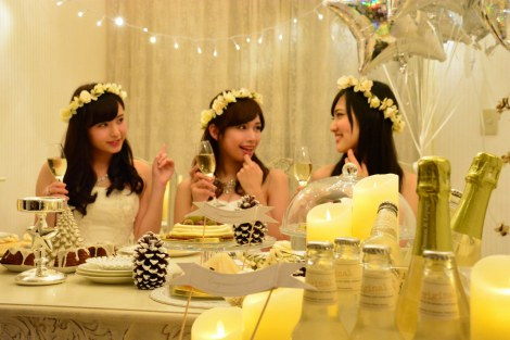 真っ白なセレブ風クリスマス女子会に潜入  かわいいドレスとお部屋を楽しんで(C)oricon ME inc.