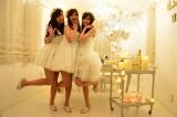 真っ白なセレブ風クリスマス女子会に潜入   フワフワの真っ白ドレス(C)oricon ME inc.