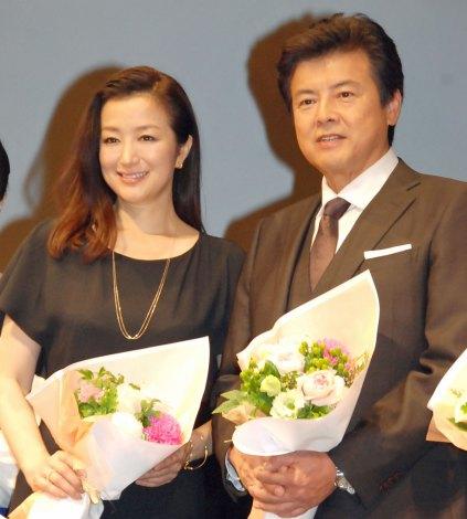 映画『救いたい』完成披露試写会舞台あいさつに出席した(左から)鈴木京香、三浦友和 (C)ORICON NewS inc.