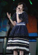 安本彩花は『またあえるかな』をサブステージで歌い上げた。