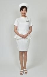 看護師衣装に「白衣の天使になったような気分」と語った高梨。