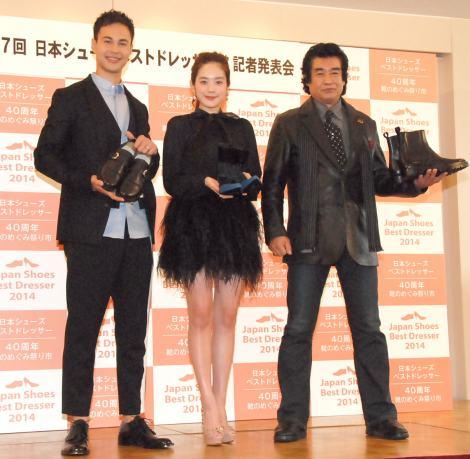 『第7回 シューズベストドレッサー賞』授賞式に出席した(左から)ユージ、筧美和子、藤岡弘、 (C)ORICON NewS inc.