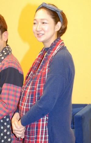 サムネイル 妊娠7ヶ月のふっくらお腹を披露した北陽・虻川美穂子 (C)ORICON NewS inc.