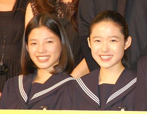 映画『ソロモンの偽証』製作報告会見に出席した(左から)石井杏奈(E-girls)、藤野涼子 (C)ORICON NewS inc.