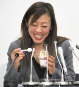 幸せそう! 満面の笑みを浮かべる村主章枝選手 (C)ORICON NewS inc.