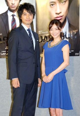 NHK土曜ドラマ『DARK SUIT』記者会見に出席した(左から)斎藤工、倉科カナ (C)ORICON NewS inc.