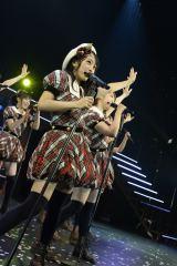 AKB48全国ツアー大分公演の模様(写真は向井地美音)(C)AKS